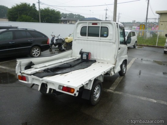 Damaged Mitsubishi Minicab Trucks U62T (2010)