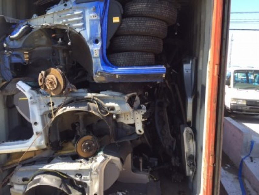Used A 40 FEET CONTAINER PARTS HALFCUTS AND VEHICLES 0 best price ...