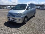 Used Toyota Noah Wagon AZR65 (2002)