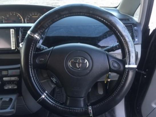 Used Toyota Voxy Wagon AZR65G (2006)