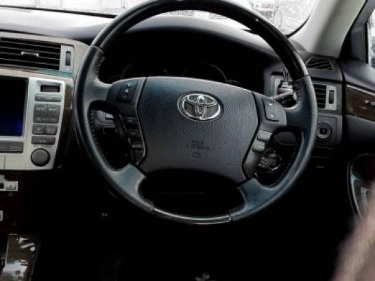 Used Toyota Crown Majesta Sedan uzs186 (2004)