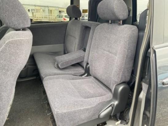 Used Toyota Voxy SUV AZR65G (2006)