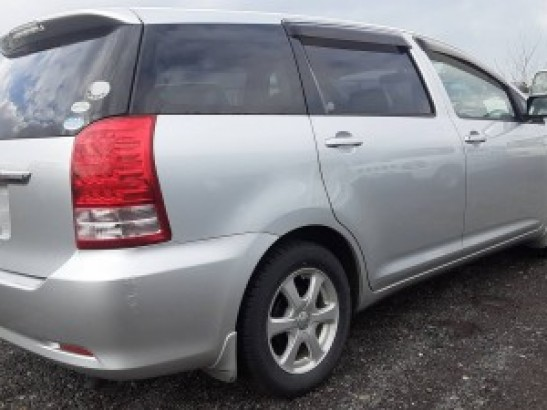 Used Toyota Wish SUV DBA-ZNE10G (2005)